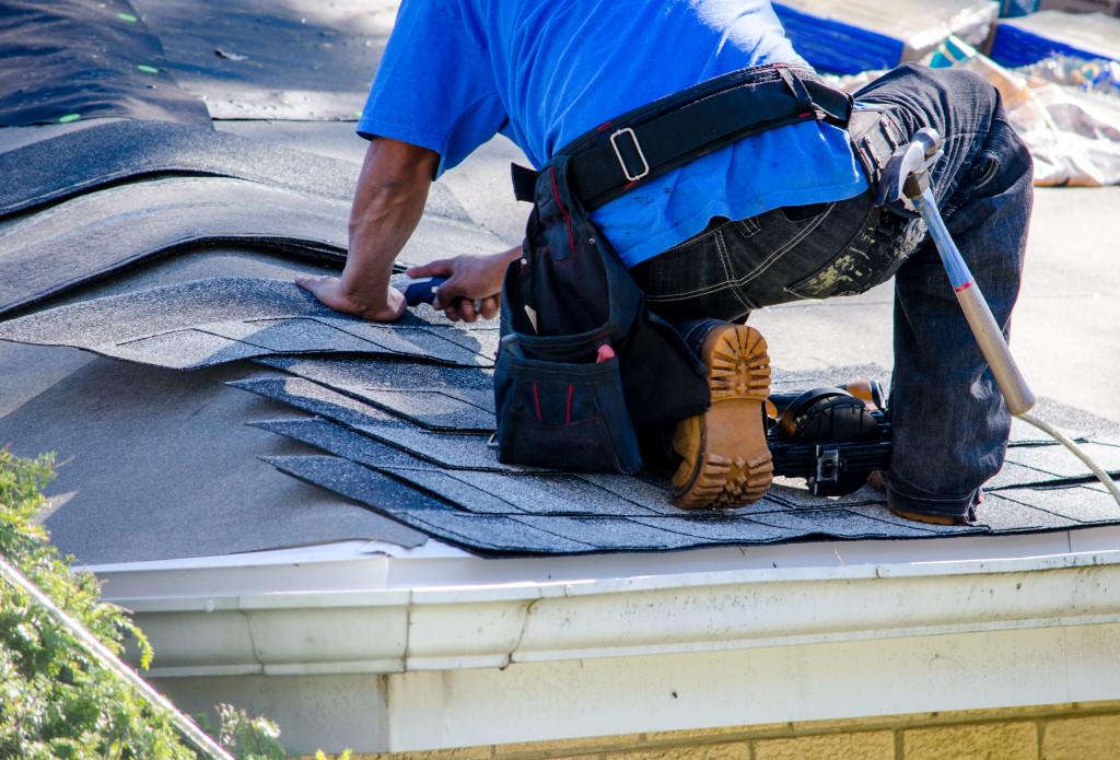 installing shingles