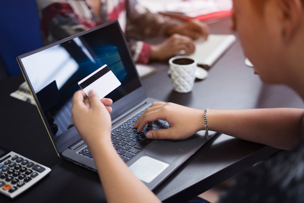 using card in online transactions