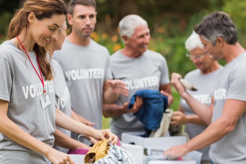 volunteer clothes drive