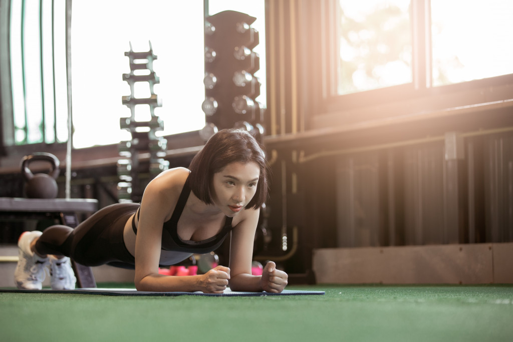 woman doing floor exercise in her home gym