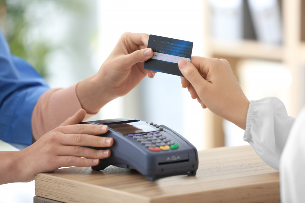 man using credit card to purchase